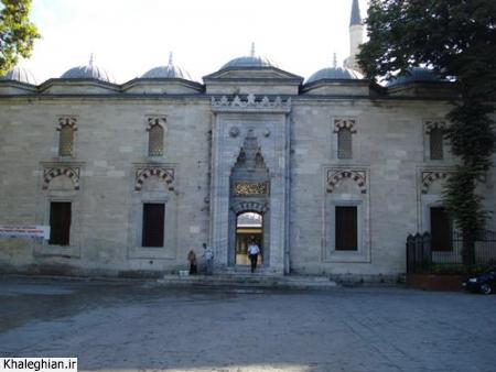 """نمای بیرونی ورودی شرقی مسجد """"بیازیت"""""""