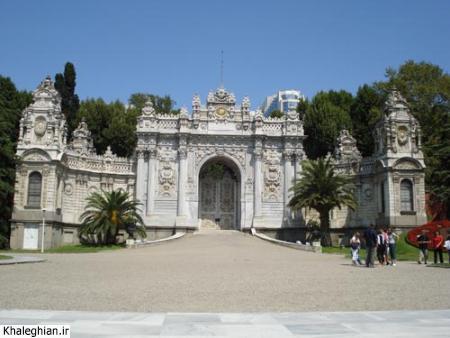 """یکی از دروازه های کاخ """"دلماباغچه"""" -کاخ آتاتورک- ، باز هم سنگ و حجاری!"""