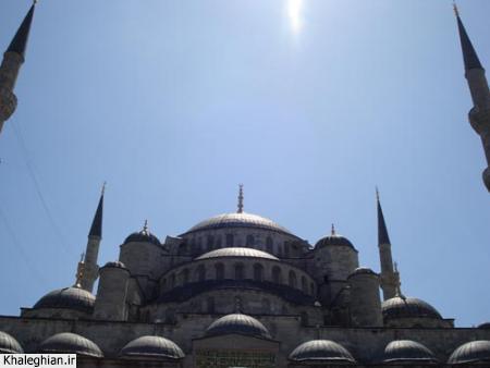"""نمای بیرونی مسجد سلطان احمد """"آبی"""" ، سلطان احمد از قدرتمندترین امپراطورهای عثمانی بوده است."""