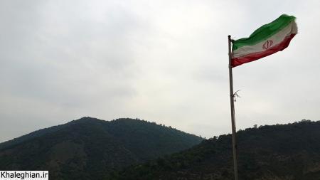 پرچم سه رنگ ایران اسلامی بر فراز سد سلیمان تنگه